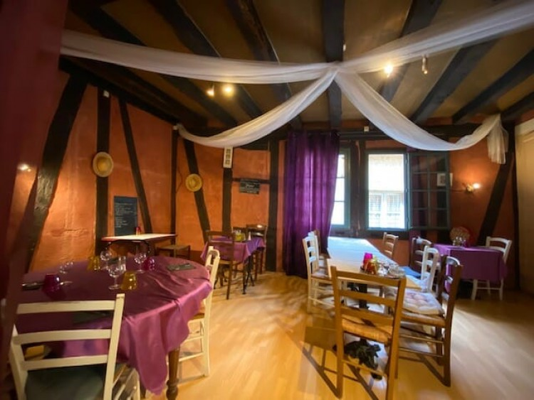 Property for Sale in A rare opportunity to acquire an old historical property in the heart of the old quarter of Bergerac., Dordogne, Bergerac, Nouvelle-Aquitaine, France