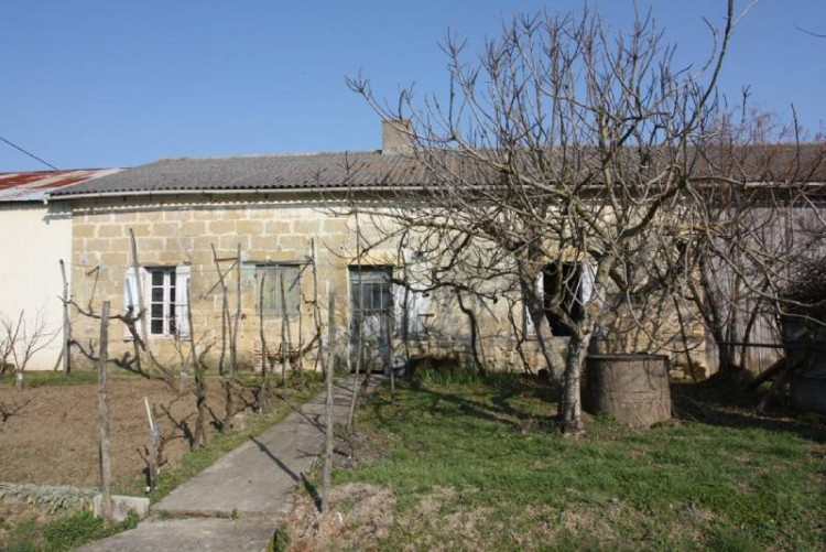 Property for Sale in An old stone built farmhouse to restore with outbuildings, situated on the boarders of Lot et Garonne and the Dordogne near to Eymet and Miramont de Guyenne, Lot-et-Garonne, Lot et Garonne, Nouvelle-Aquitaine, France