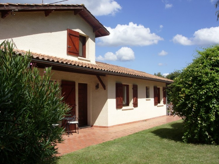 Property for Sale in Close To The Historical Town Of Bergerac This Traditional French Built House Offers 4 Bedrooms, Central Heating And A Large Swimming Pool Set in Mature…, Dordogne, Bergerac, Nouvelle-Aquitaine, France