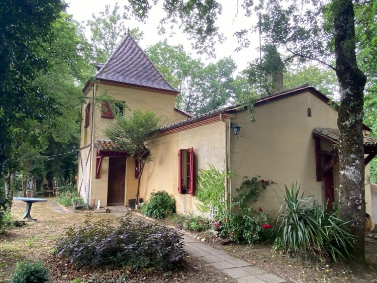 Property for Sale in An interesting Property With Features And On A Good Sized Plot Of Land Close To Eymet Bastide Town, Dordogne, Eymet, Nouvelle-Aquitaine, France
