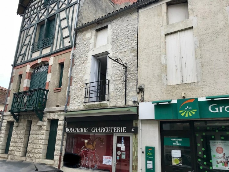 Property for Sale in An Old Butchers Shop For Sale in The Heart Of A Dordogne Bastide Town, Dordogne, Eymet, Nouvelle-Aquitaine, France