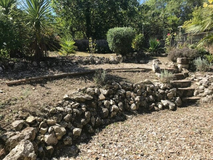 Property for Sale in Situated Close To The Centre Of Lauzun Village With Shops This Compact House Offers Charm And A Wealth Of Features including A Courtyard Garden, Lot-et-Garonne, Lauzun, Nouvelle-Aquitaine, France