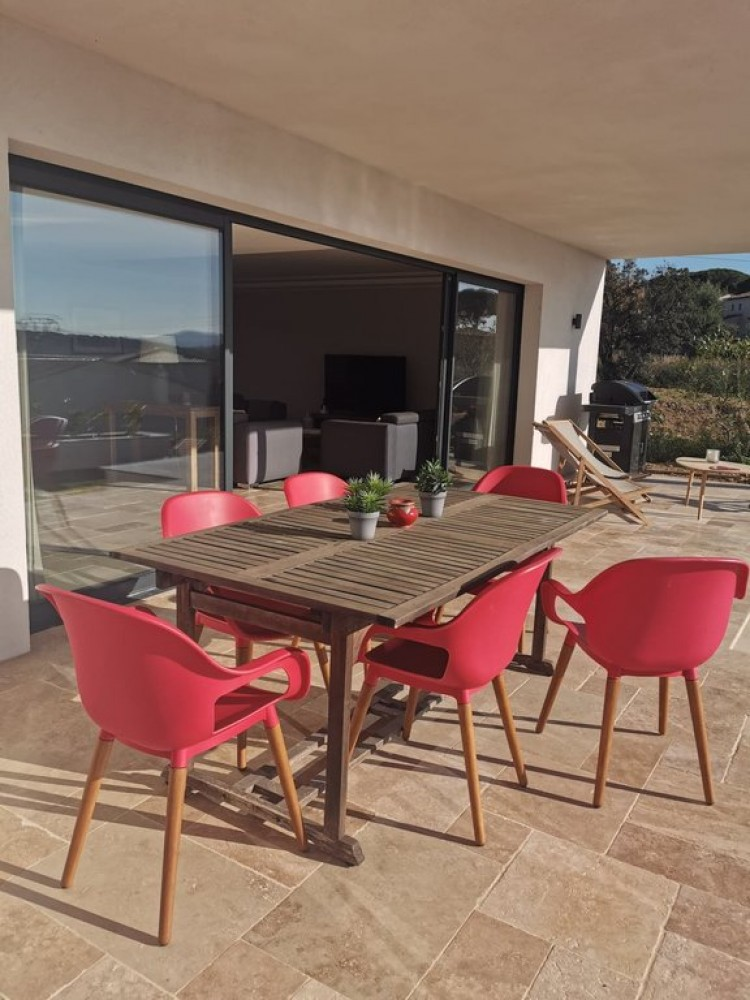 Property for Sale in Villa in Sainte-Maxime, Var, Provence-Alpes-Côte d'Azur, France