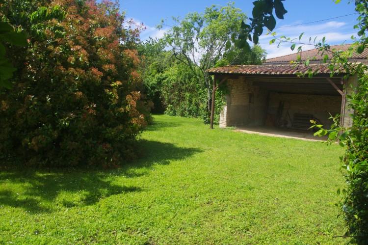 Property for Sale in Lovely hamlet property, Charente, Near Salles-de-Villefagnan, Charente, Nouvelle-Aquitaine, France