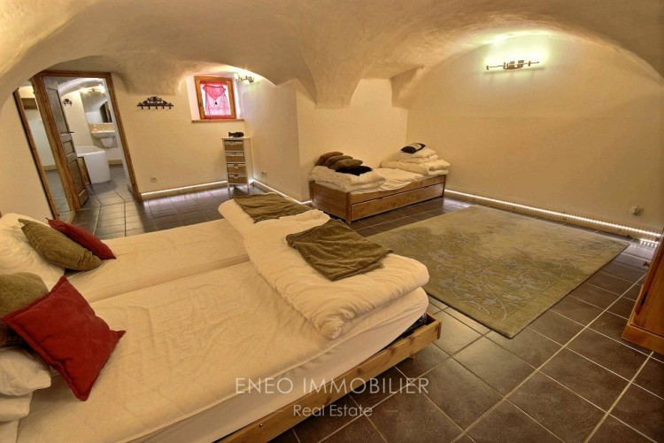 Property for Sale in Large appartment in hamlet near PEISEY-VALLANDRY, Savoie, Peisey Nancroix, Auvergne-Rhône-Alpes, France