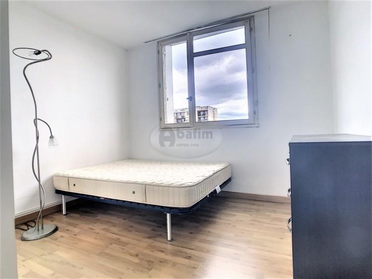 Property for Sale in One-Bedroom Apartment Pau, Pyrénées-Atlantiques, Pau, Nouvelle-Aquitaine, France