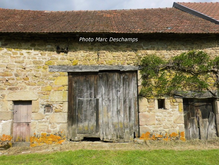 Property for Sale in 2 bed independent house ~90m² hab.,land 7030 m² with well,, Creuse, Chavanat, Nouvelle-Aquitaine, France