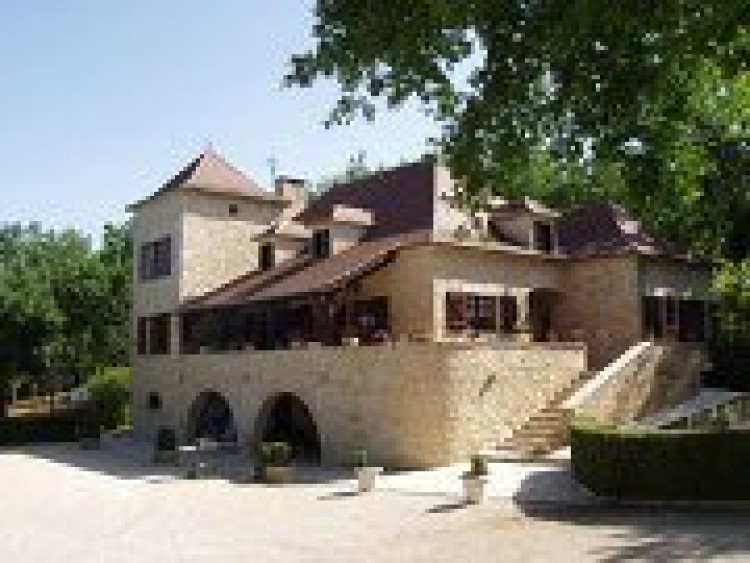 Property for Sale in SPLENDID CHARACTER PROPERTY INCLUDING A STONE HOUSE AND OUTBUILDINGS, Lot, Near Cahors, Lot, Occitanie, France