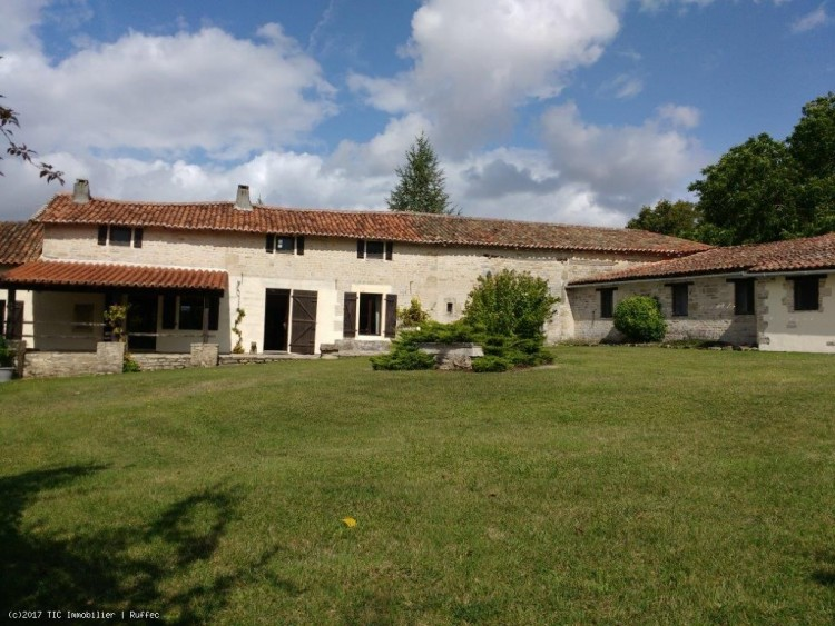 Property for Sale in 4 Bedroom Renovated house With 2 Bed Gîte, Swimming Pool, Charente, Villefagnan, Nouvelle-Aquitaine, France