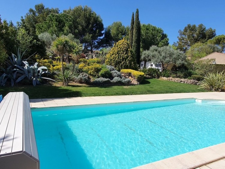 Property for Sale in *Beautiful Villa in lively vil, Hérault, Abeilhan, Occitanie, France