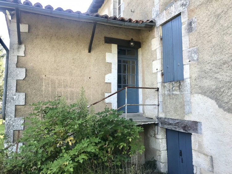 Property for Sale in Pretty renovated stone farmhouse with barn and garden, Charente, Near Pillac, Charente, Nouvelle-Aquitaine, France