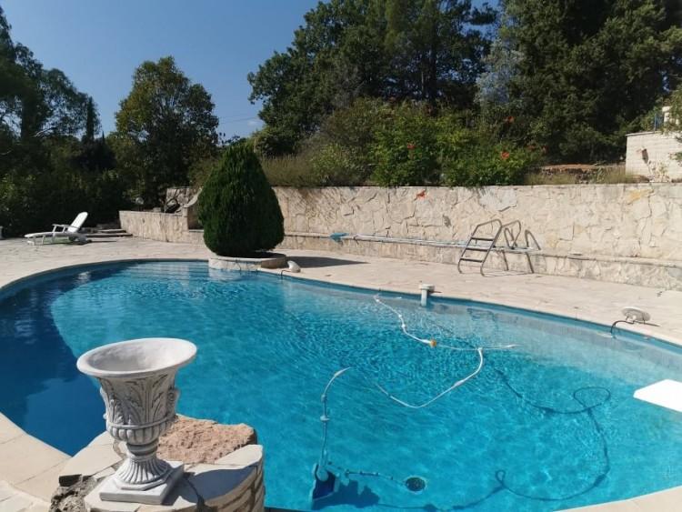 Property for Sale in Villa in Cotignac, Var, Provence-Alpes-Côte d'Azur, France