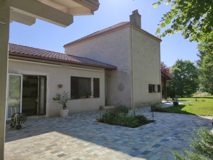 Property for Sale in Modern house in Midi-Pyrenees, Lot, Midi-Pyrenees, Occitanie, France