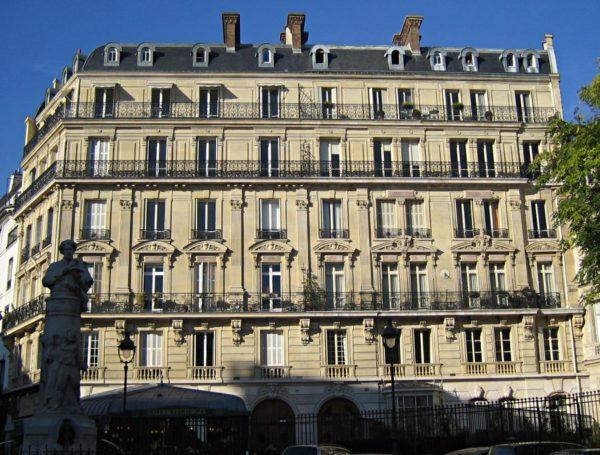 Hausmannian Building in Paris Photo by by Thierry Bézecourt:CC0