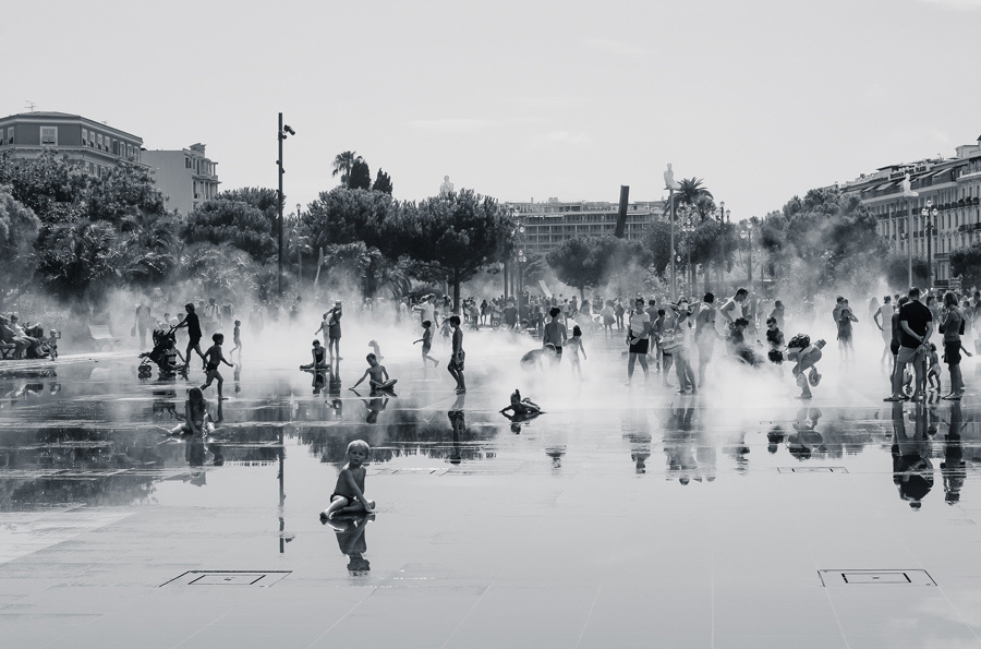 Pia Jakobsen's image of children playing among the water jets of Nice's Promenade du Paillon, chosen by judges
