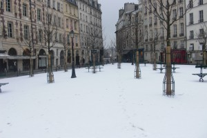 Place Dauphine in the snow
