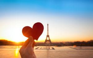 heart in hands, romantic vacations in Paris