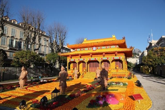 Menton temple display