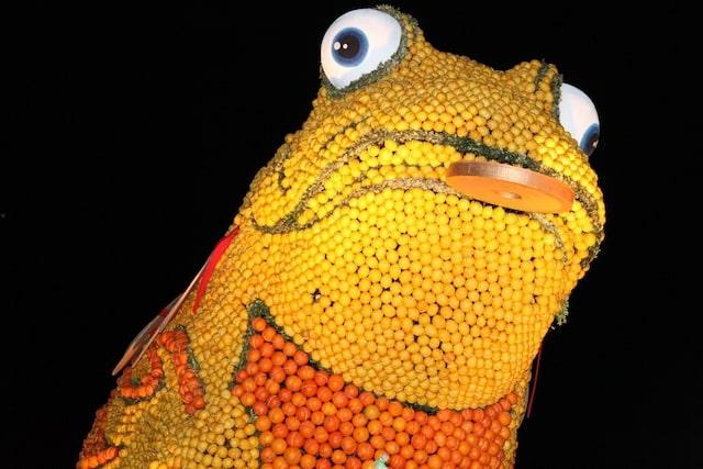 Menton festival frog made from lemons