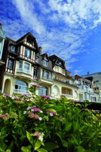 Flamboyant Art Deco Villa