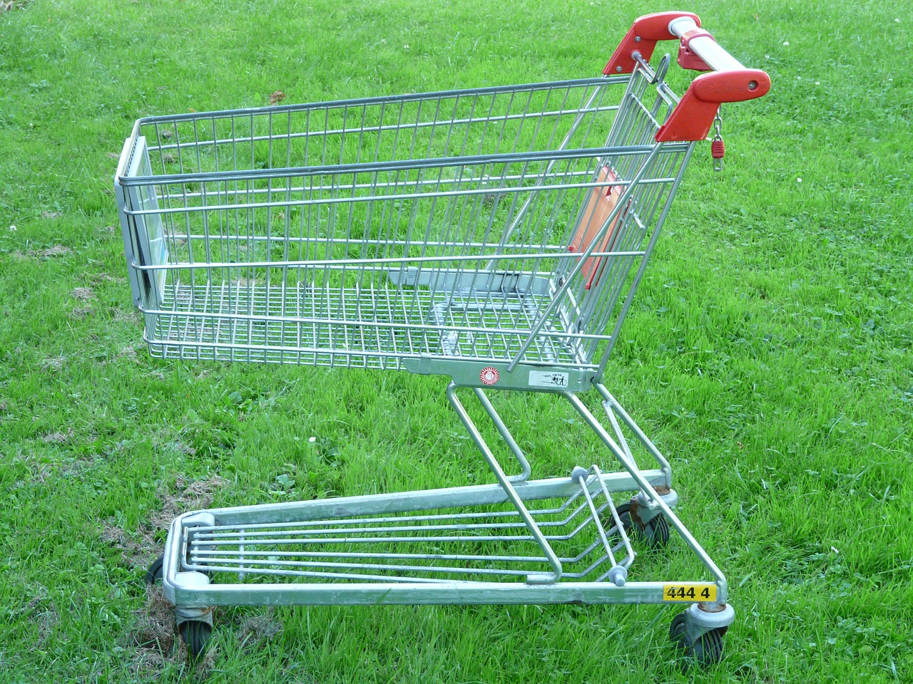 shopping cart photo by Hans via Pixabay