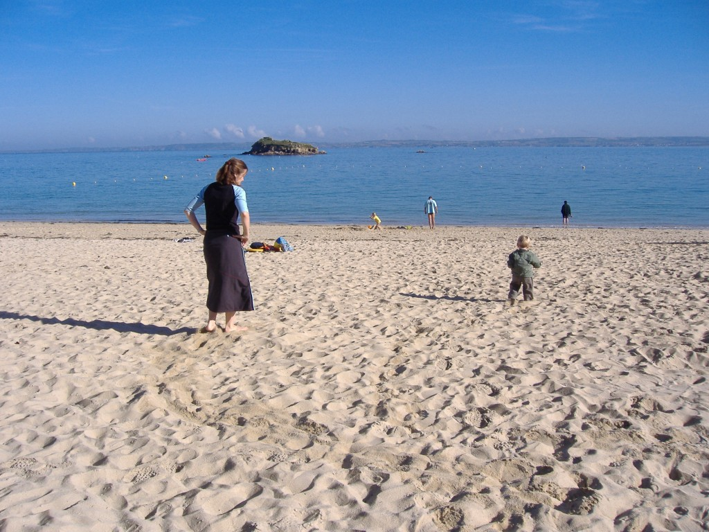 2015-06-30-Annaliza Davis-Grabbing time on Douarnenez  Beach in 2007