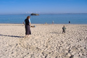 2015-06-30-Annaliza Davis-Grabbing time on Douarnenez  Beach in 2007