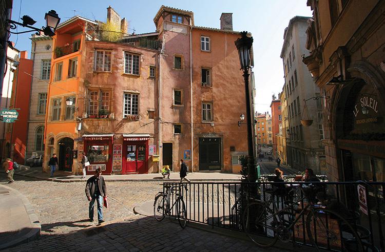 Place du trinité Old Lyon