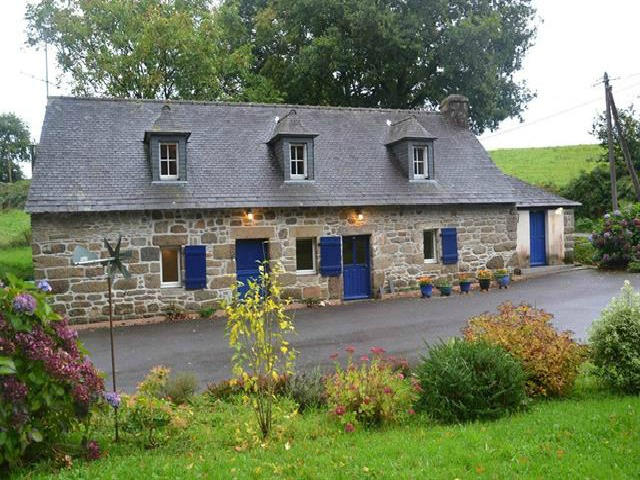 Lovely 2 bed Breton stone longere