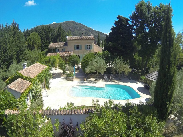 Stunning Provençal mas with gite and land
