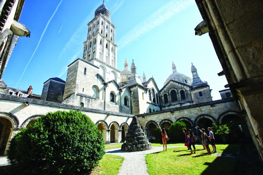 Cathédrale Saint Front vue du cloître 4
