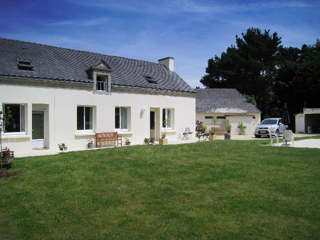 Brittany, Stunning 5 bed renovated farmhouse with heated pool