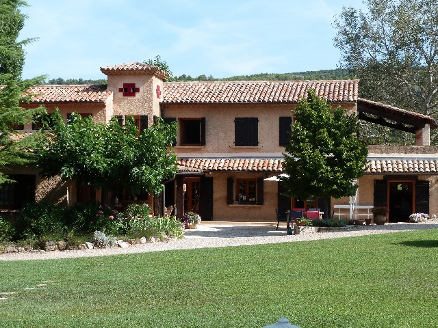 Beautiful 5 bed Provencal villa with 2.5 hectares and pool, near Villecroze