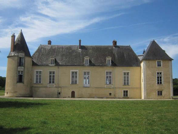 This region, with its rich history, is one of the most château-rich areas in France with over 100 of these magnificent piles to its name. Today many great estates now welcome visitors as top-notch hotels, but you do get the occasional château and grand house gracing the pages of the estate agents' brochures.
