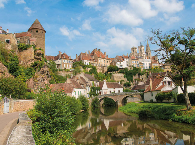 Semuren-Auxois is built around a medieval citadel. Its towers and ramparts overlook the town's characterful period properties