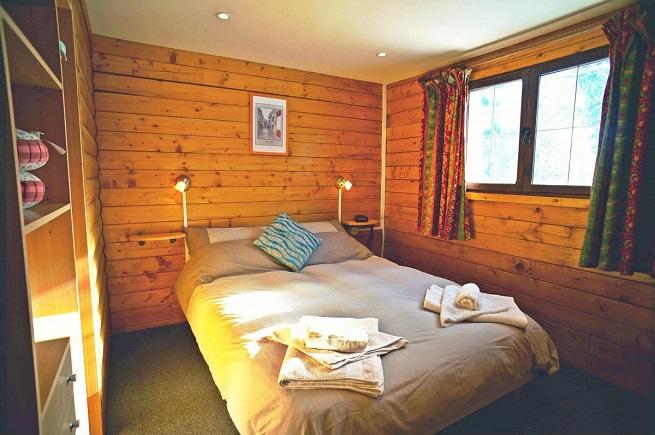 La Coterie Lodge indoor cabin