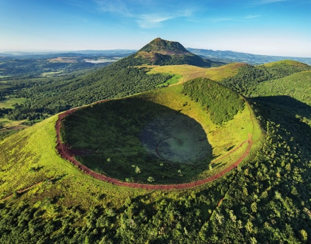This young grasscovered volcano is Puy de Dôme, an iconic landmark in Auvergne