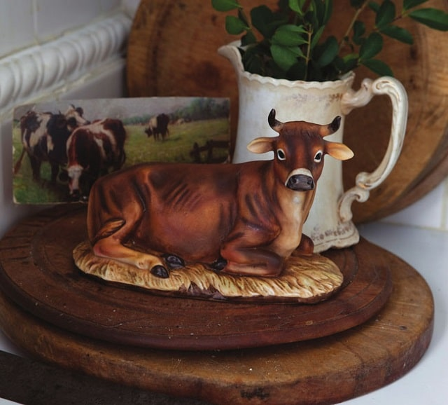 Cow model/figurine