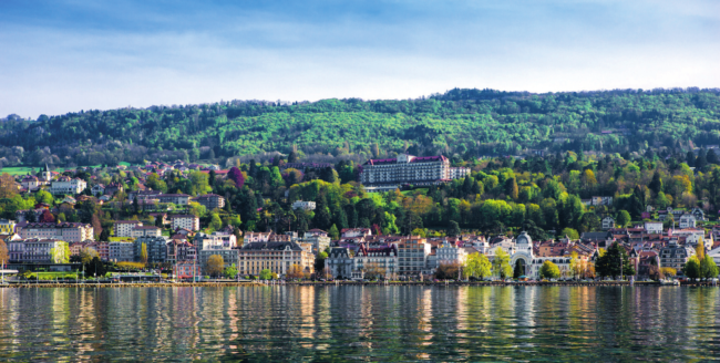 A smart and sought-after Belle-Époque spa destination, Évian-les-Bains stands proudly on the southern shore of Lake Geneva and benefits from a year-round tourist trade