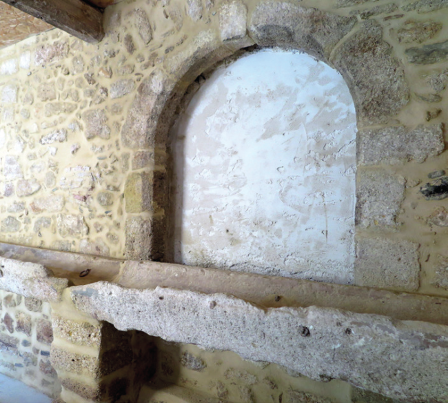 Unique wall feature in property in in Languedoc