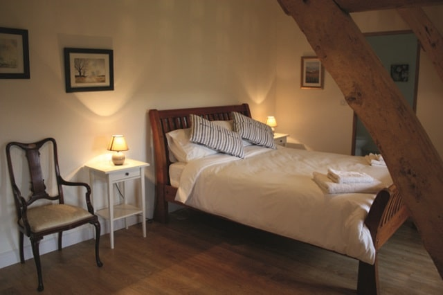 A double bed in Le Verger