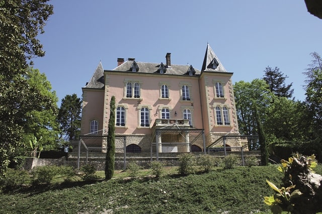 Pink property in Limousin