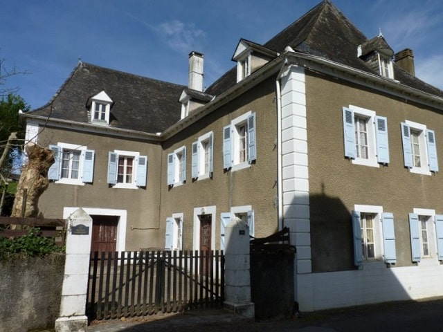 6 bed property in France