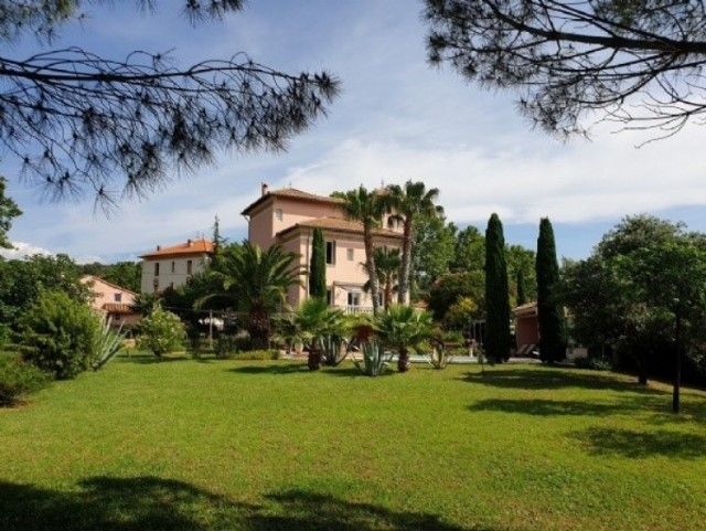 Beautiful Tuscan Style Villa With Super Views !