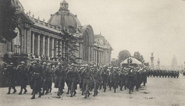 Into Darkness: Paris at War