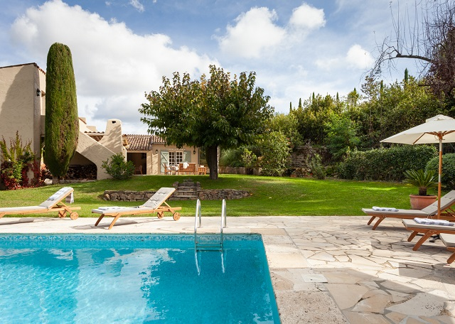 How to Own 5 Holiday Homes for €320k worth over €6.5m in Any Climate