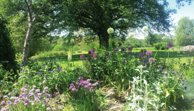 No Stone Left Unturned – A Garden in the Limousin