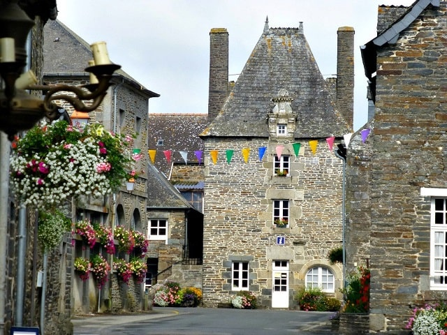 Where to Buy in France Now: Gouarec, Côtes-d'Armore, Brittany