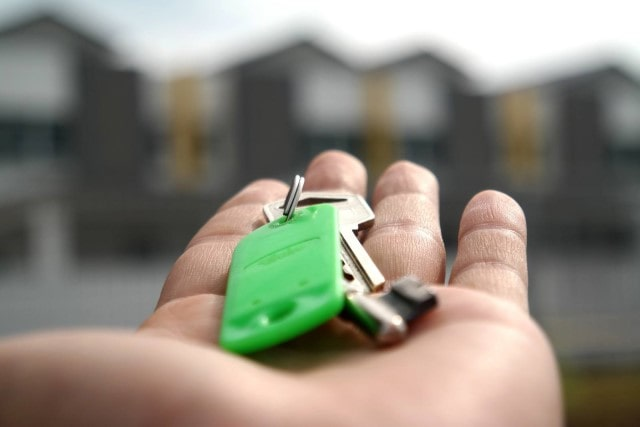 Euro under pressure, an opportunity for property buyers?