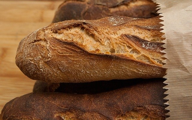 French News Weekly: A Rubbish Parcel and the Death of the Baguette